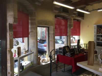 Enrouleurs intérieurs dans une boutique